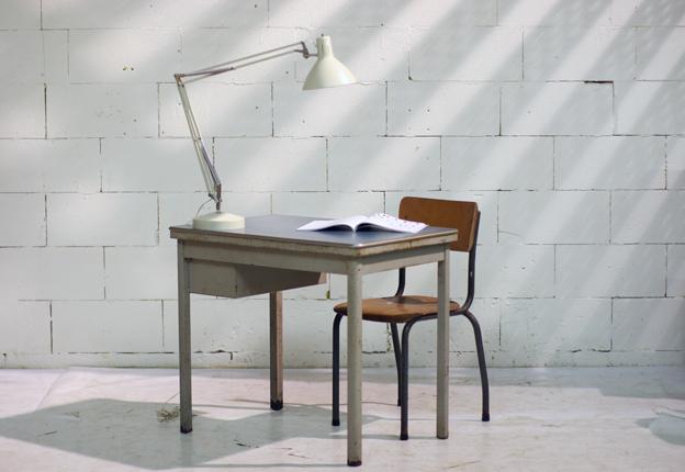 Industrieel vintage bureau tje uit de jaren 60 van staal for Bureau retro