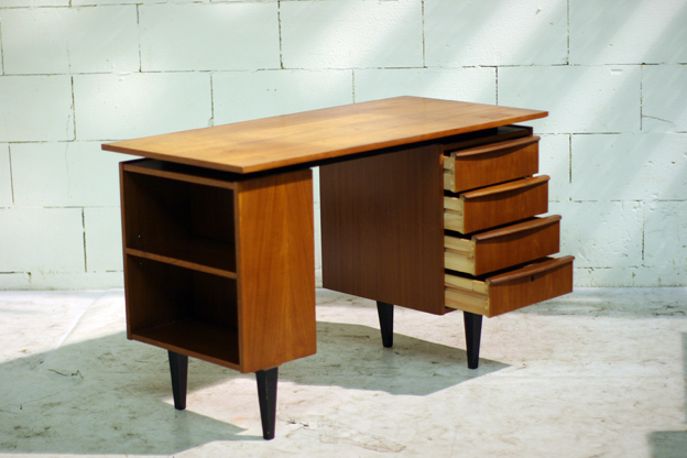 prachtig retro vintage bureau uit de jaren 60 dehuiszwaluw. Black Bedroom Furniture Sets. Home Design Ideas