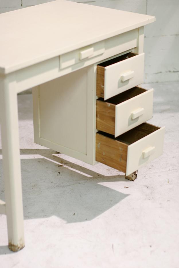 Leuk houten vintage bureau tje met beweegbaar ladeblok for Ladeblok onder bureau
