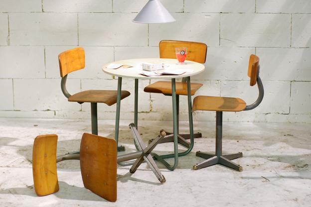 Kinderstoeltjes Met Tafeltje.Geweldige Industriele Retro Vintage Kinderstoeltjes Jaren 60