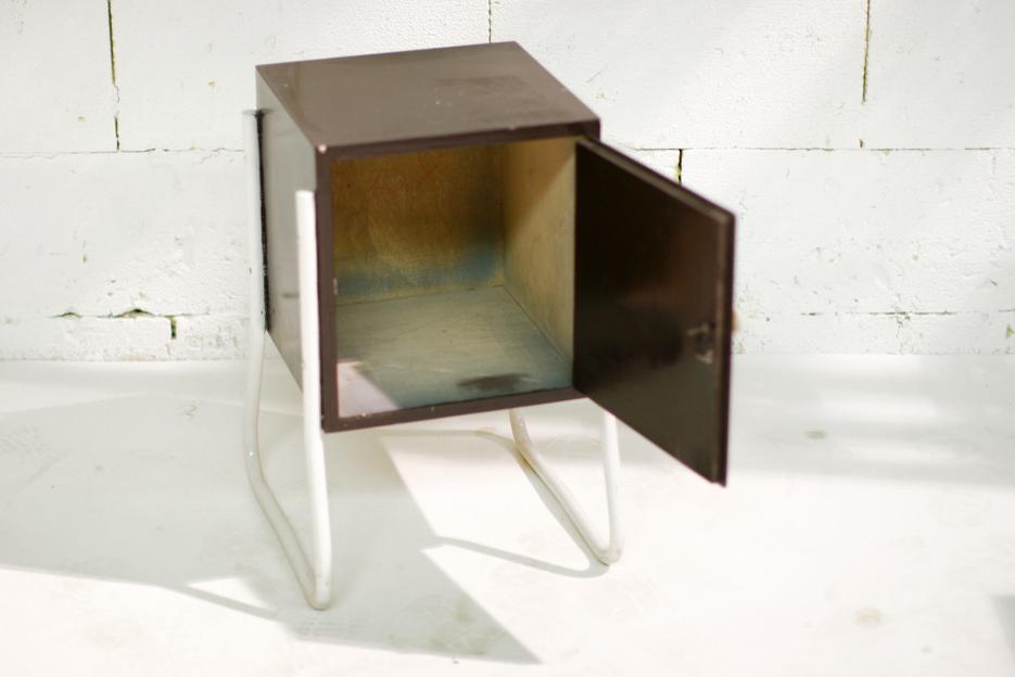 Retro vintage nachtkastje of bijzetkastje metaal en hout dehuiszwaluw - Metalen nachtkastje ...