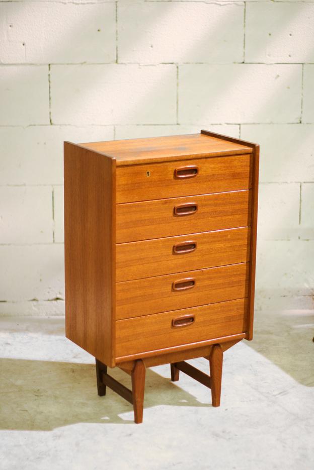 Retro Vintage hoog ladenkastje prachtige vorm teakhout   Dehuiszwaluw