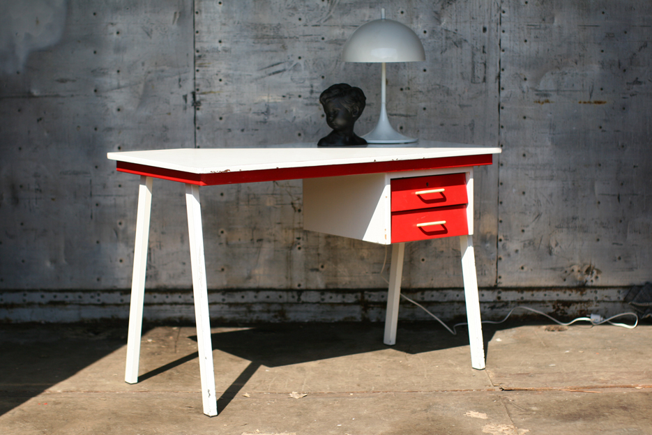 Retro vintage metaal en houten bureau rood wit jaren 60 for Ladenblok rood