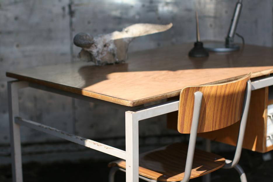 Industrieel vintage bureau uit de jaren 60 van staal en for Ladenblok op bureau