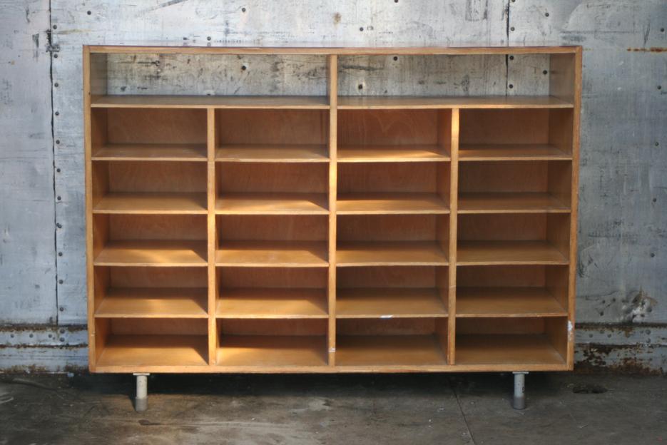 Metalen kast rood home design idee n en meubilair inspiraties - Meubilair tv rode ...