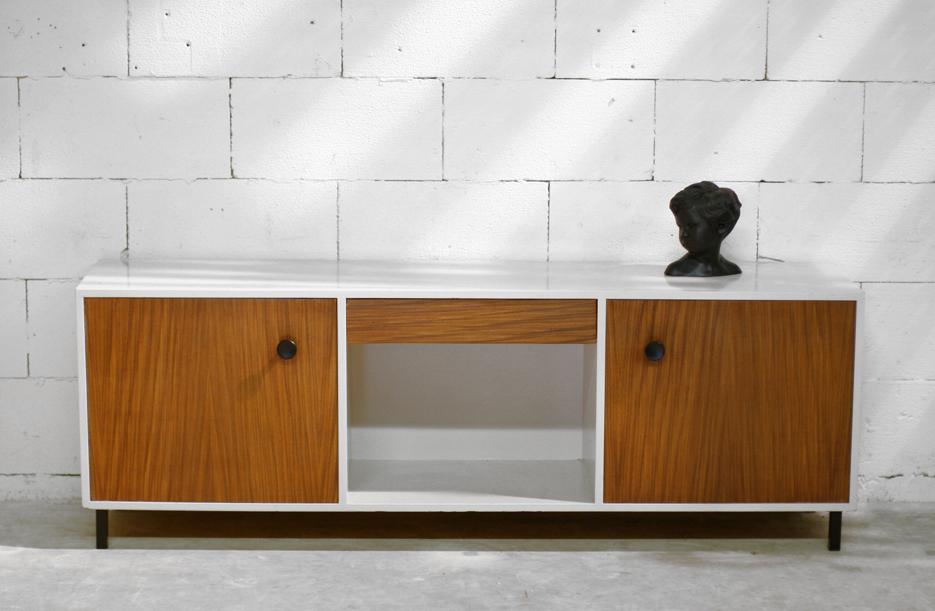... Vintage dressoir uit de jaren 50 Teak en creme wit. : Dehuiszwaluw