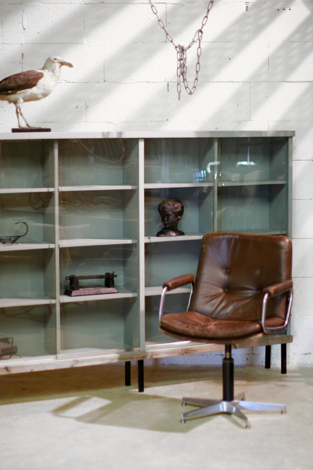 Industriele Kast Met Glas.Industrieel Vintage Hoog Dressoir Vitrinekast Jaren 60 Dehuiszwaluw