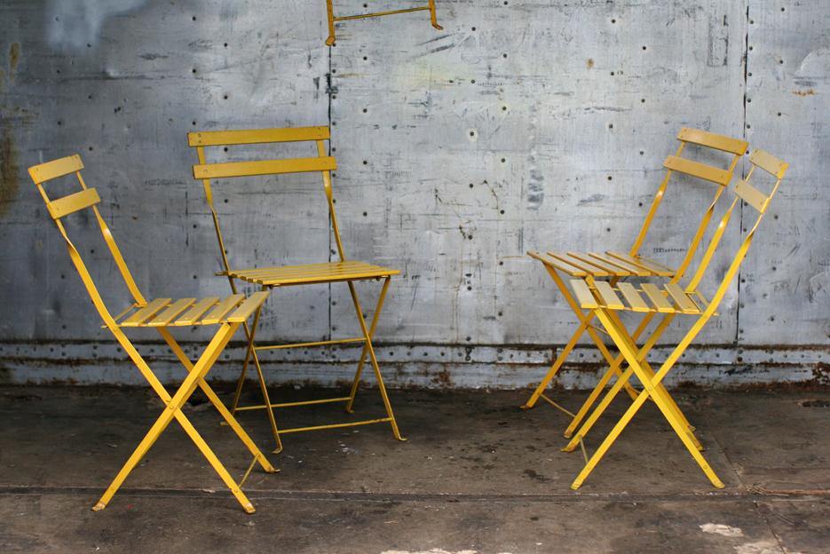 Bistro klapstoeltjes geel metaal en houten latjes : Dehuiszwaluw