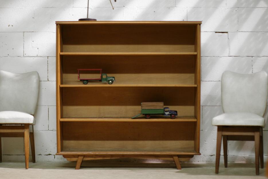 Boekenkast Op Pootjes.Retro Vintage Plankenkast Uit De Jaren 50 Op Mooie Pootjes