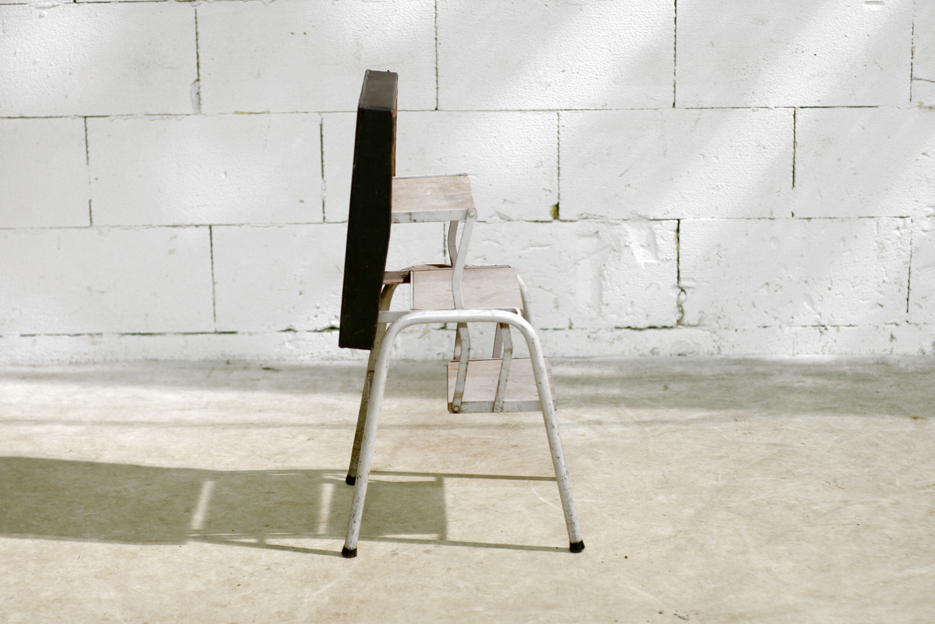 Industrieel Vintage kruk met verborgen trap DDR fur AHB