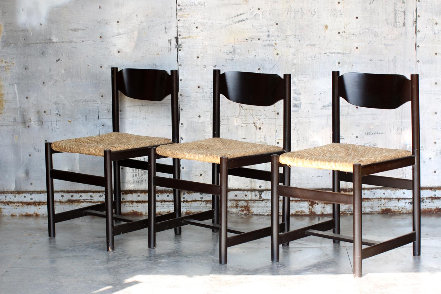 Vintage houten stoelen met jaren 70 zitting | Verkocht