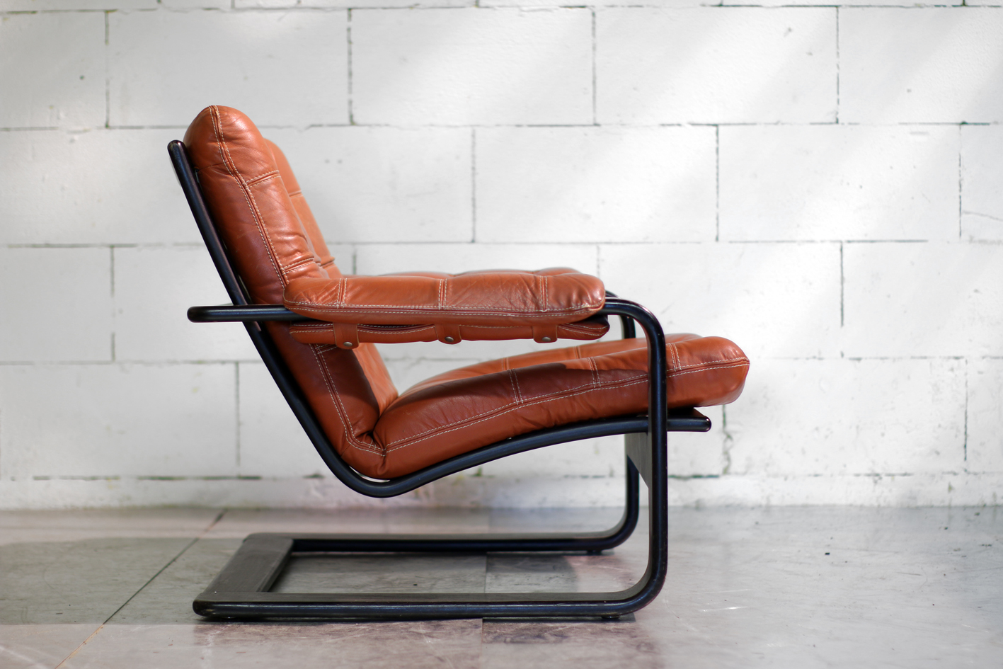 stoere retro vintage leren cognackleurige fauteuil dehuiszwaluw. Black Bedroom Furniture Sets. Home Design Ideas