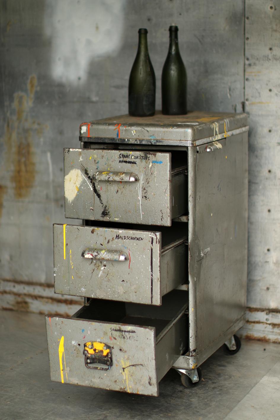 Metalen Ladekast Op Wielen.Industrieel Vintage Ladekast Metaal Op Wielen Jaren 60