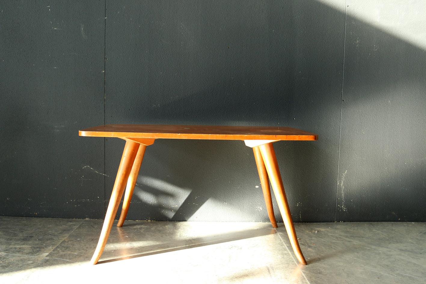 Retro vintage salontafel met bijzondere vorm pootjes 60 dehuiszwaluw - Tafel een italien kribbe ontwerp ...