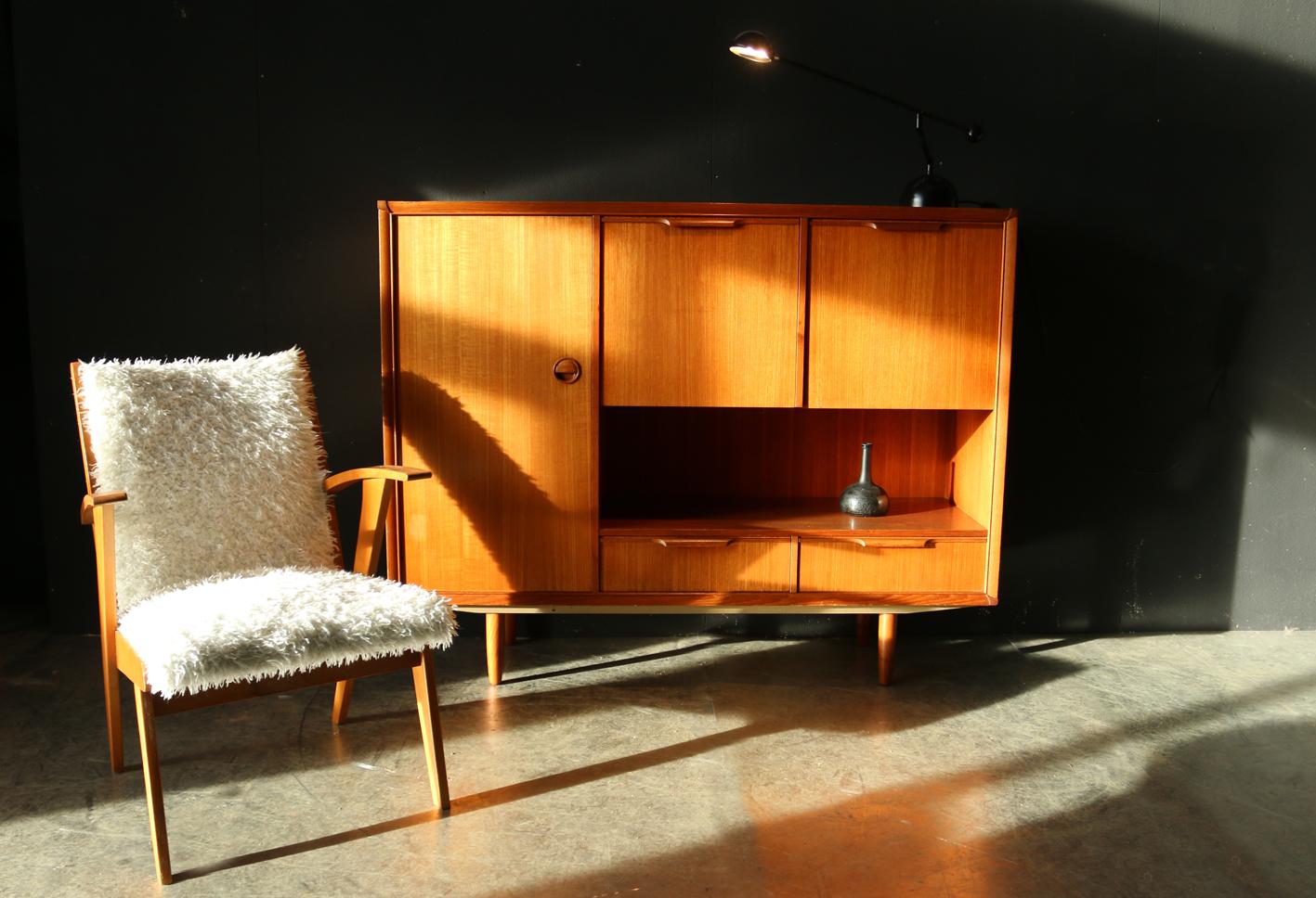 prachtig retro vintage highboard dressoir jaren 60 dehuiszwaluw. Black Bedroom Furniture Sets. Home Design Ideas