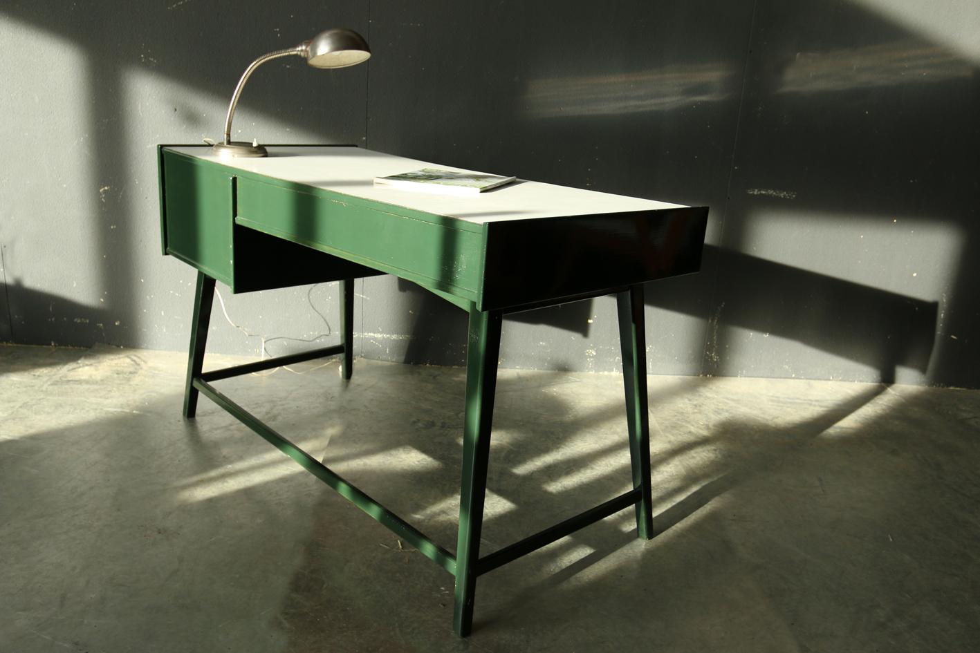 super retro vintage bureau jaren 60 groen wit dehuiszwaluw. Black Bedroom Furniture Sets. Home Design Ideas