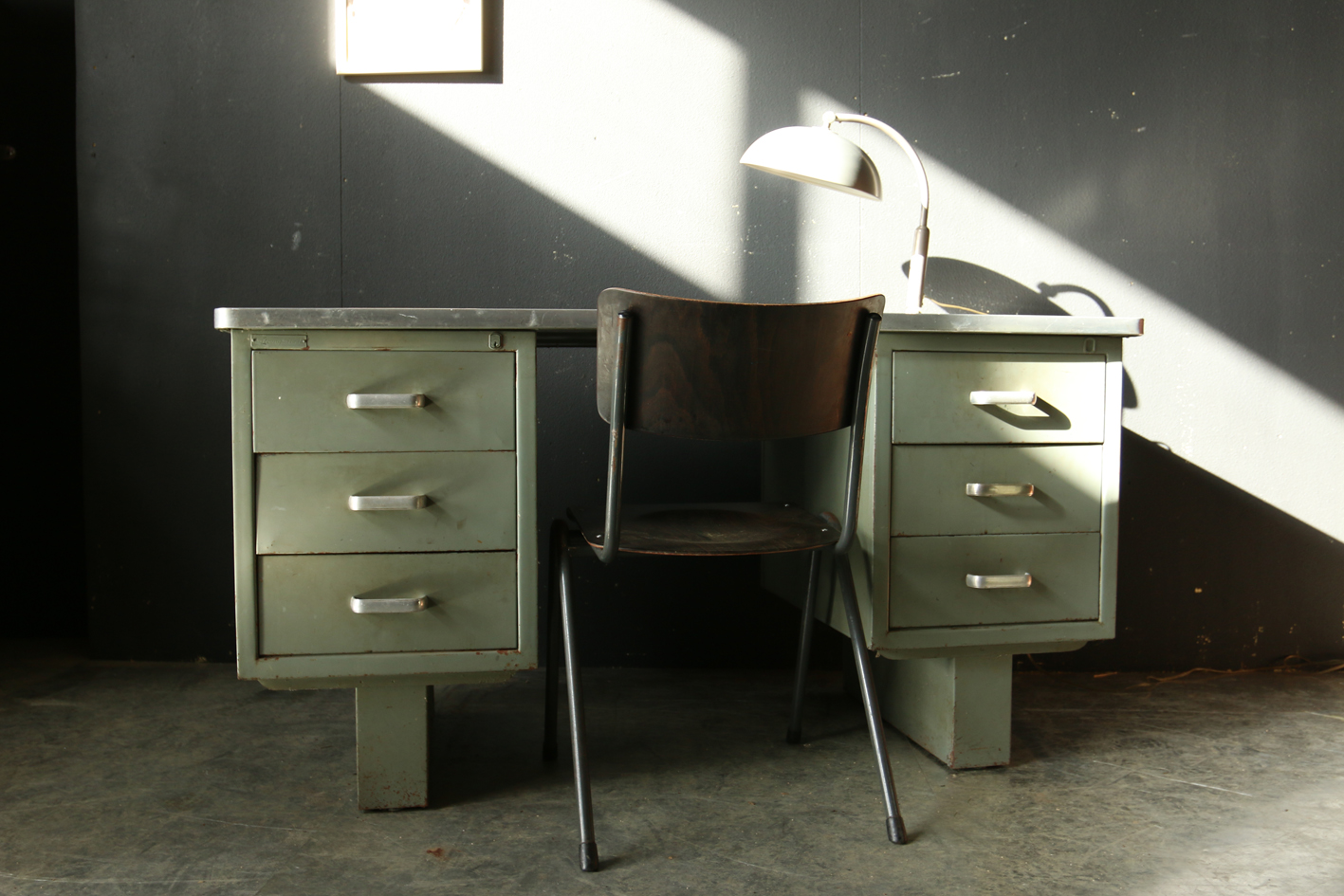industrieel vintage strong steel bureau jaren 50 dehuiszwaluw. Black Bedroom Furniture Sets. Home Design Ideas