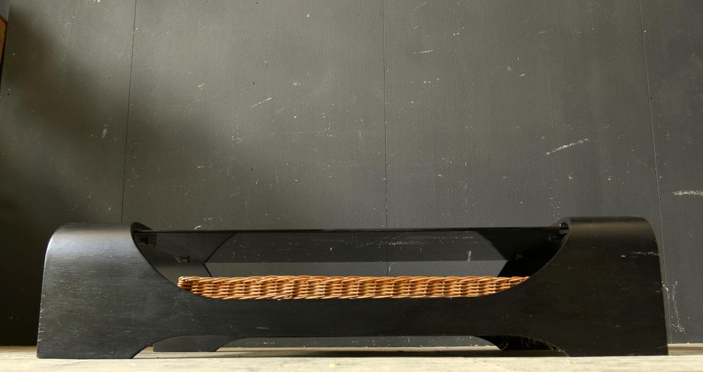 Retro vintage salontafel zwart houten frame, rookglas riet ...