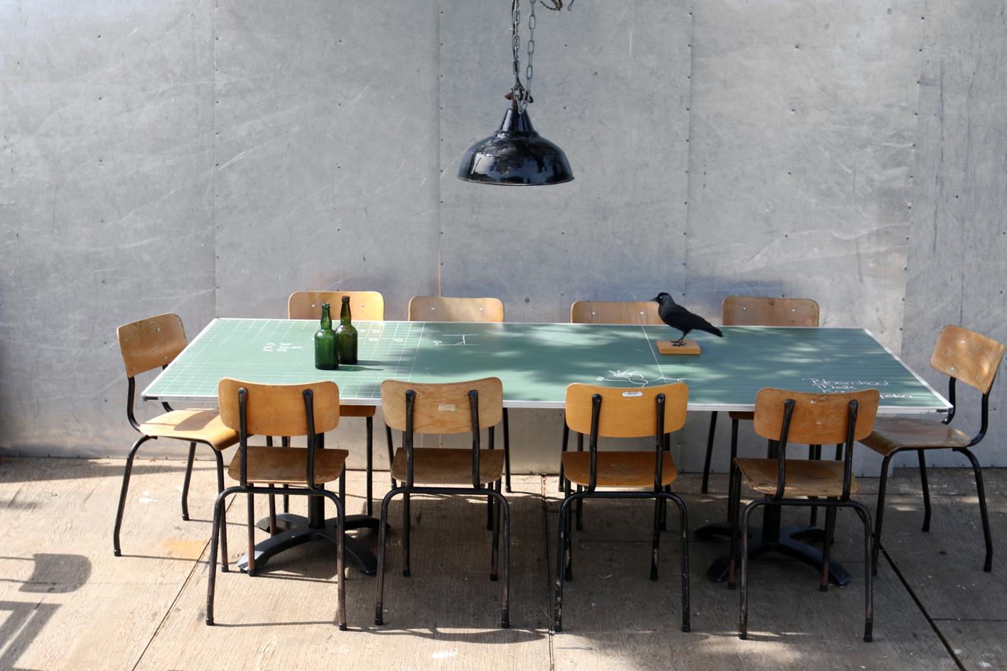 Uniek industrieel vintage retro schoolbord tafel 2 5 x1 2 for Retro tafel