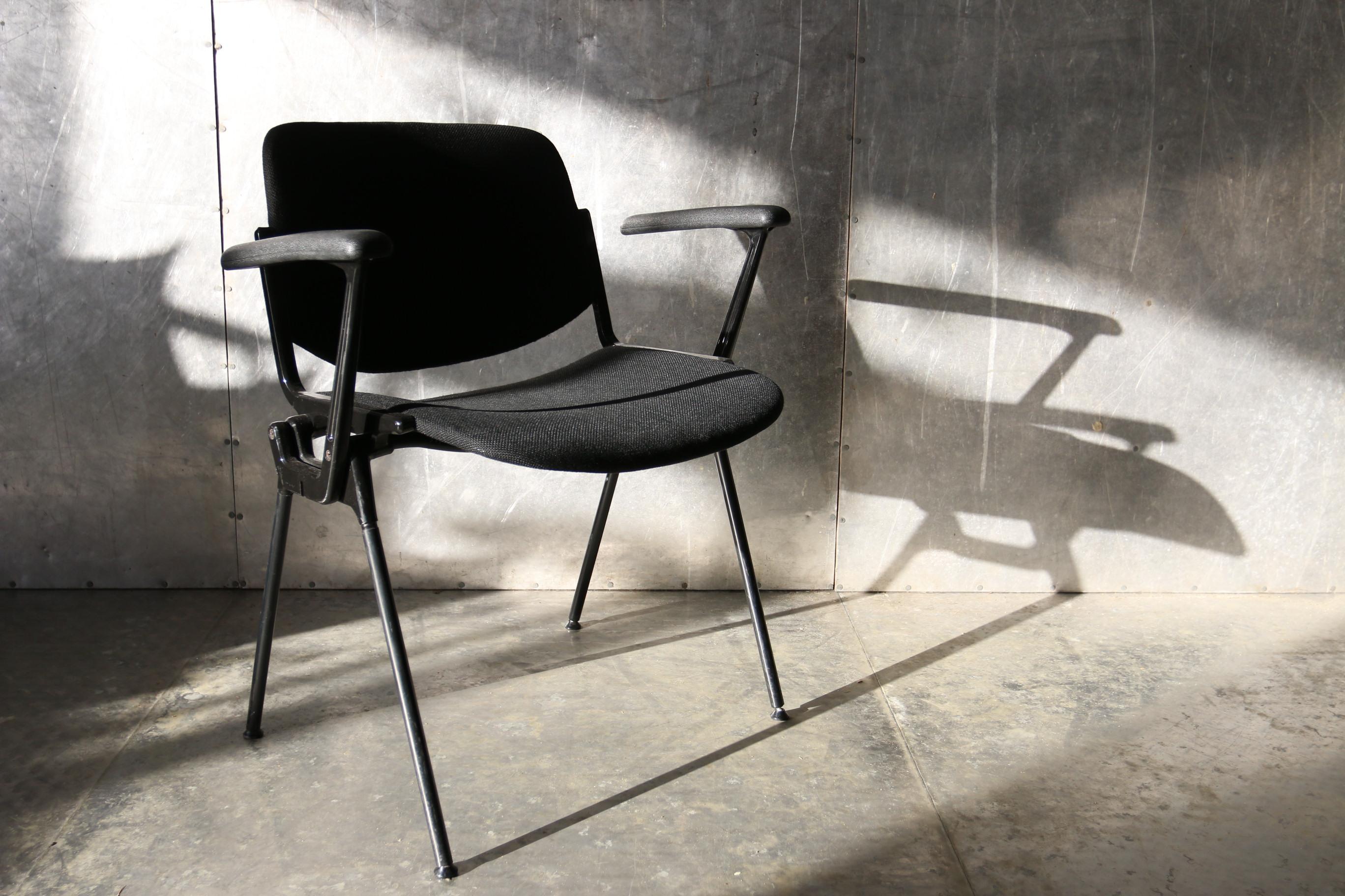 Tafel en stoelen marktplaats witte tafel zwarte stoelen eetkamerstoel eetkamertafel folder - Tafel en witte stoelen ...