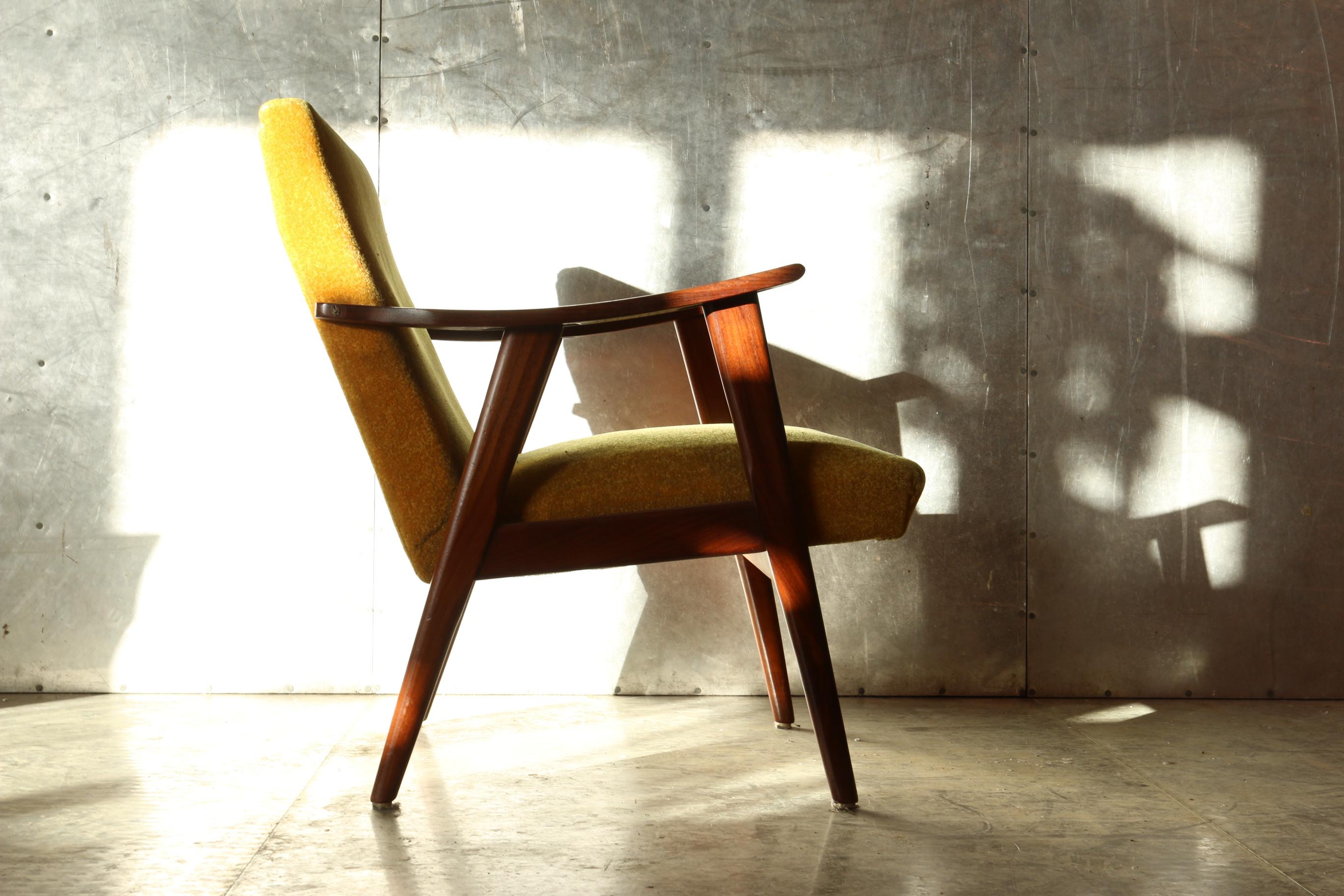 Ongekend Vintage Design Teakhout en Gele Stof Deens fauteuil jaren 60 NH-64