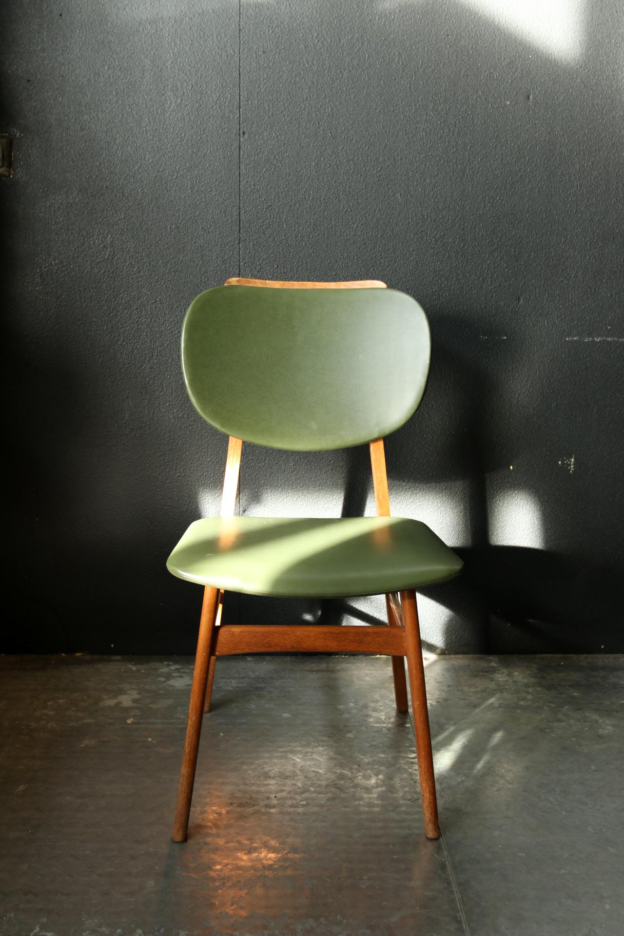 Retro vintage stoel groene skai en hout jaren 60 for Groene stoel