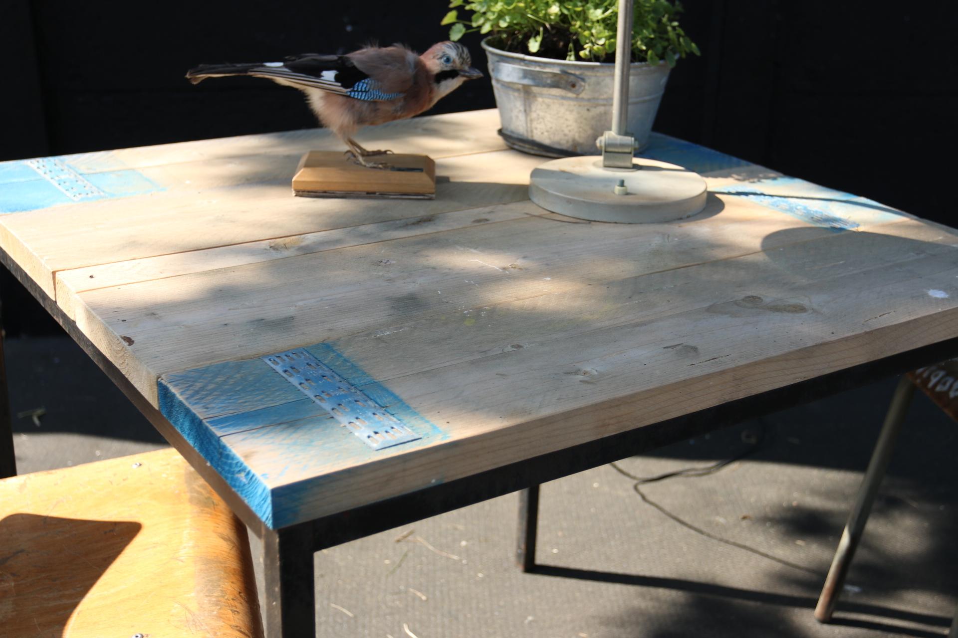Industriele Vierkante Tafel.Industrieel Vintage Metaal Steigerhout Vierkant Kubus Dehuiszwaluw