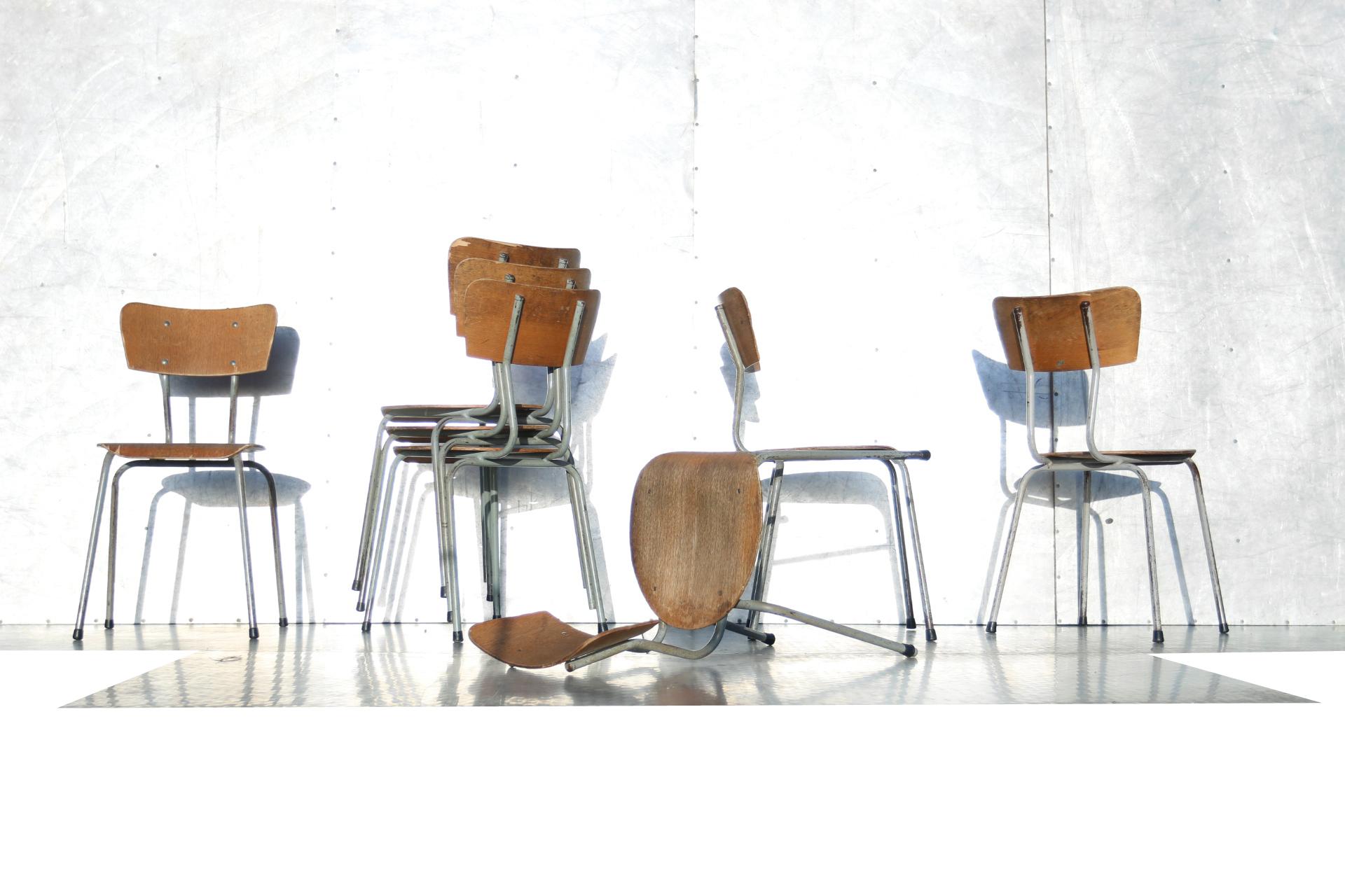 Super franse schoolstoelen jaren industrieel vintage grijs