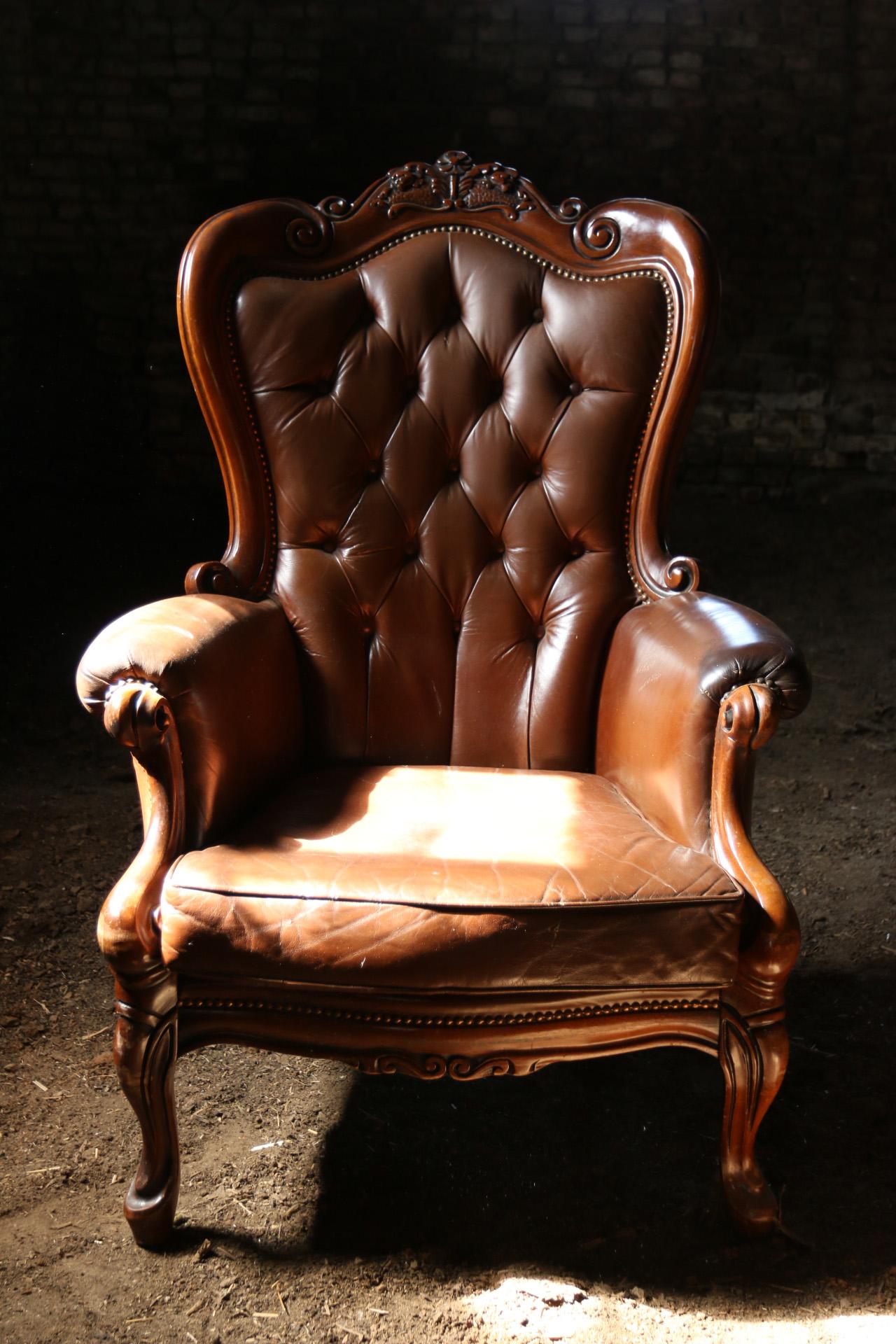 Barok Leren Stoel.Vintage Barok Leren Gecapitonneerde Fauteuil Dehuiszwaluw