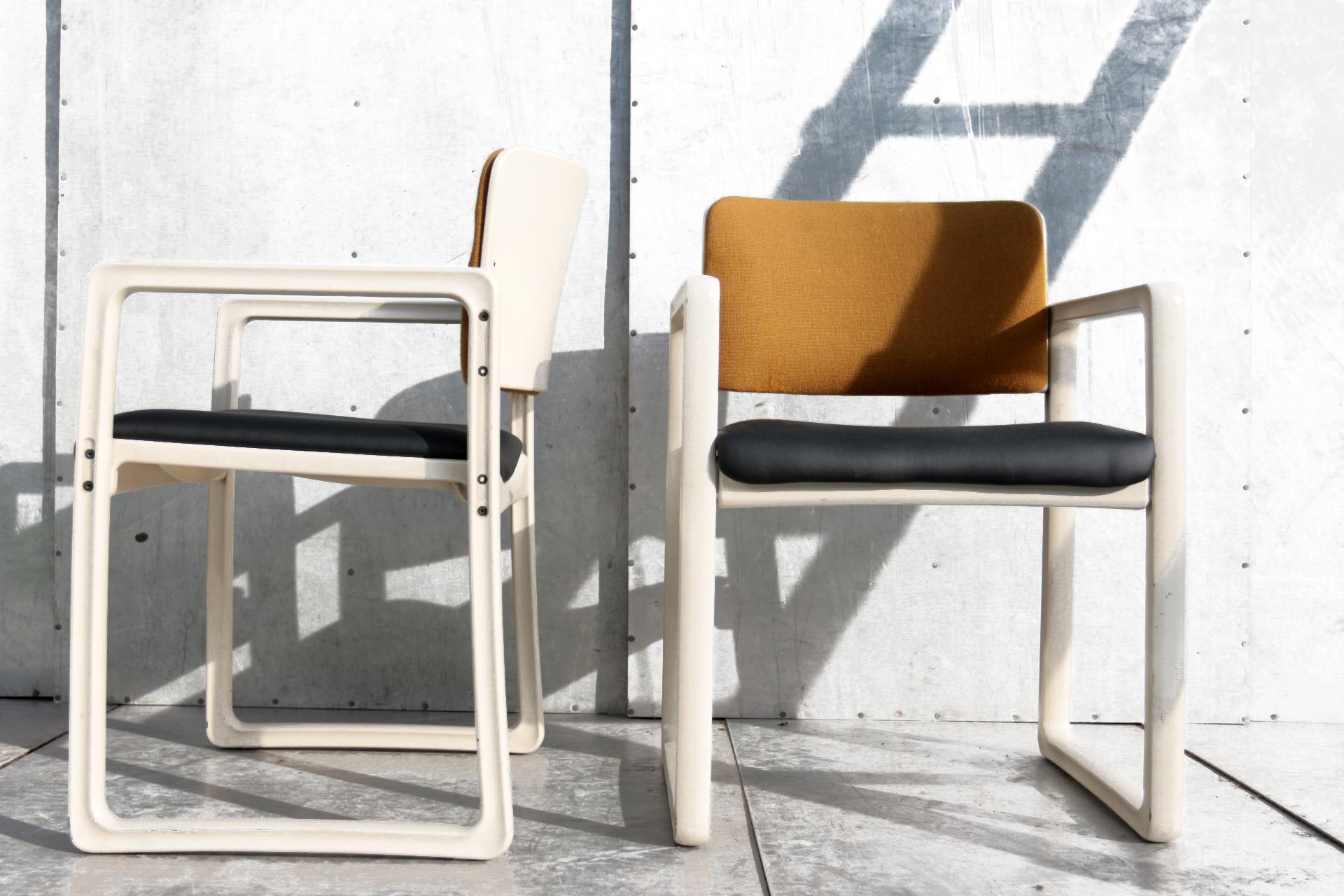 Vintage Design Eetkamerstoelen.Vintage Design Kembo Just Meijer Upsilon Stoelen Jaren 70